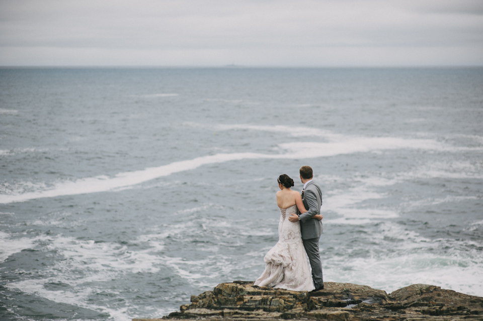 bride and groom on the maine coast