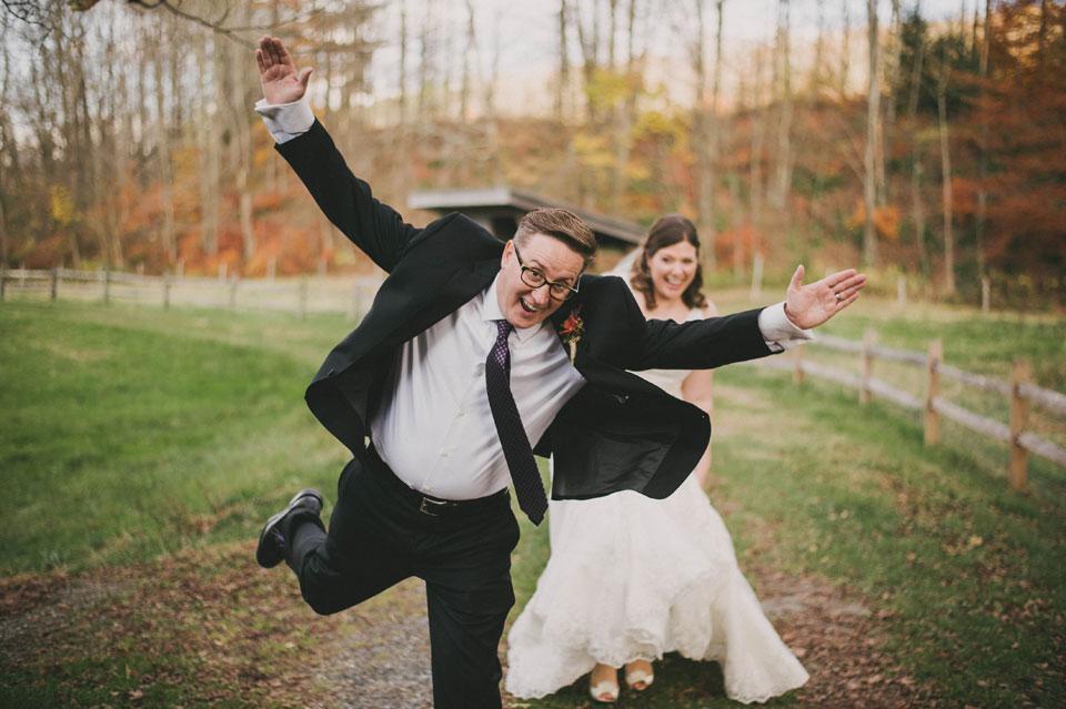 groom photobomb