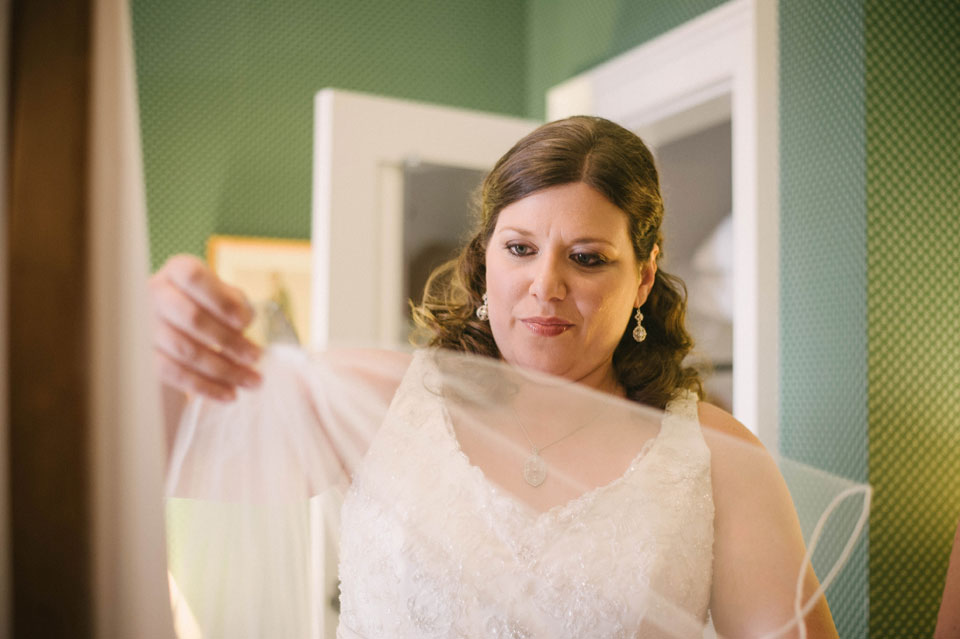 bride putting on veil at the grafton inn