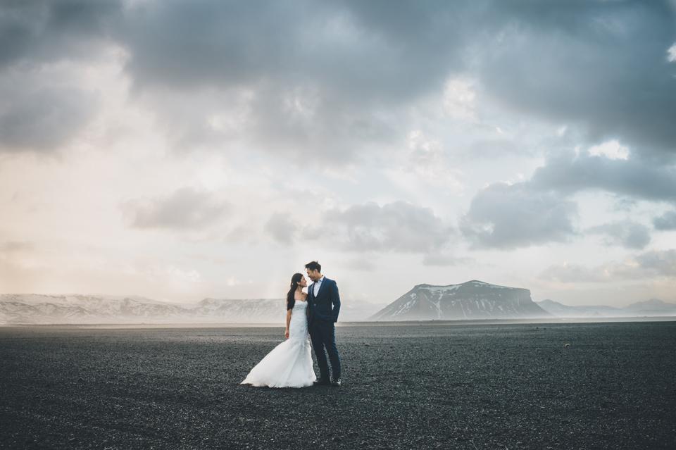 Eyjafjallajökull wedding portraits volcanic ash