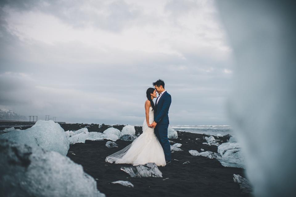 Jökulsárlón glacial lagoon wedding
