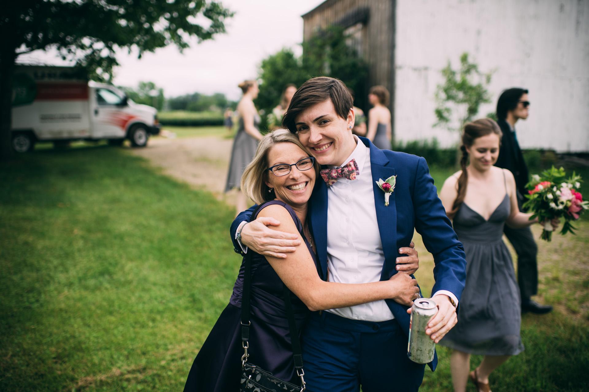 broadturn-farm-wedding-23