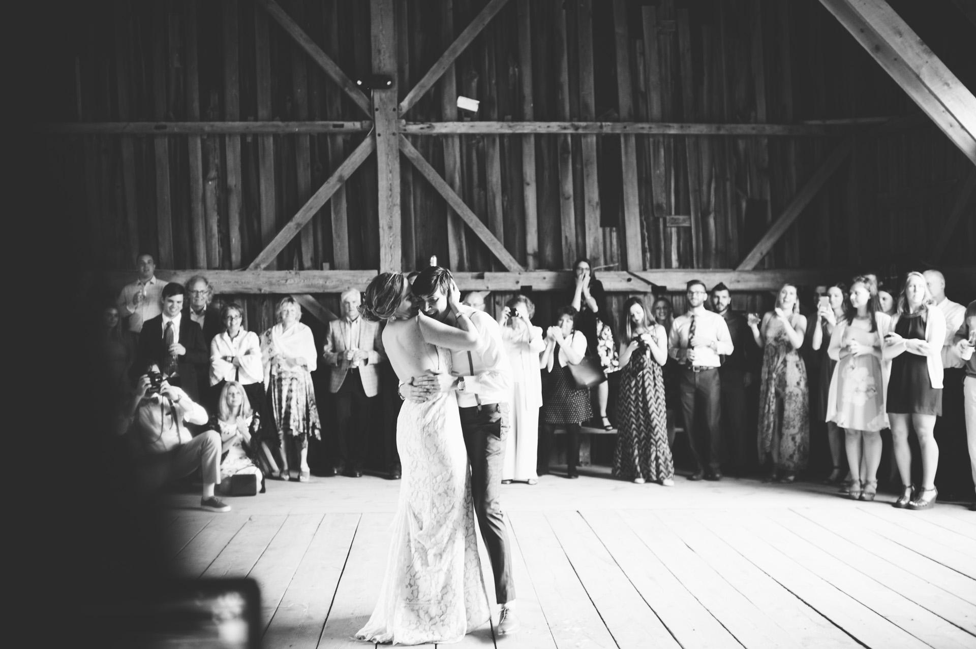 broadturn-farm-wedding-80