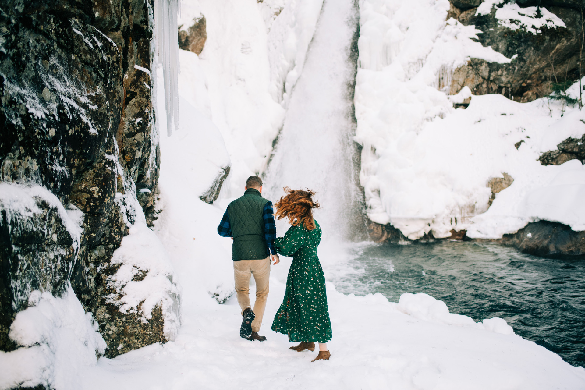 winter-white-mountains-new-hampshire-engagement-04