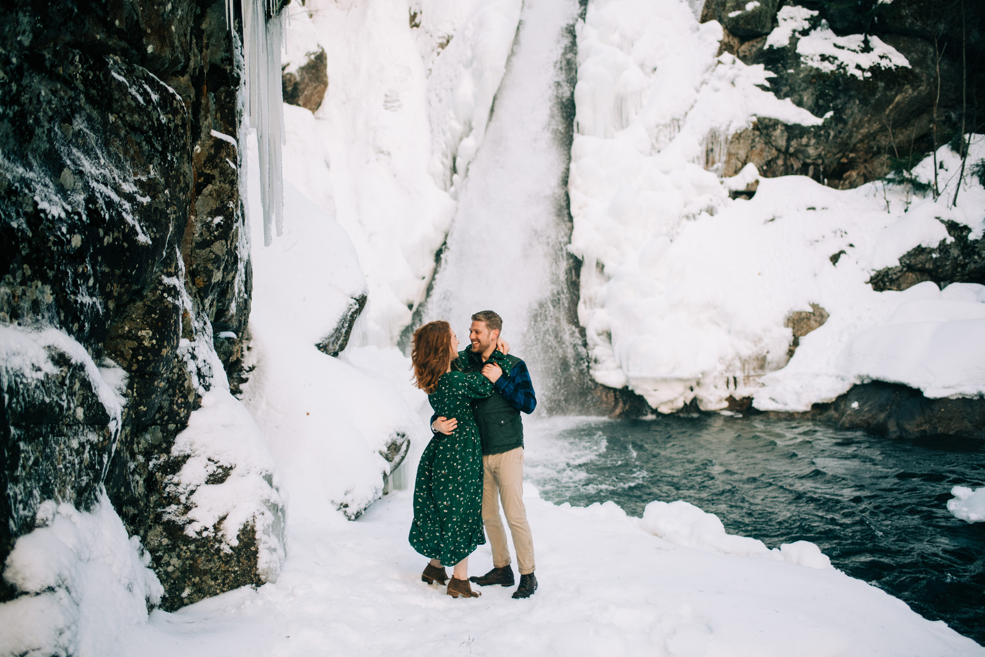 winter-white-mountains-new-hampshire-engagement-05