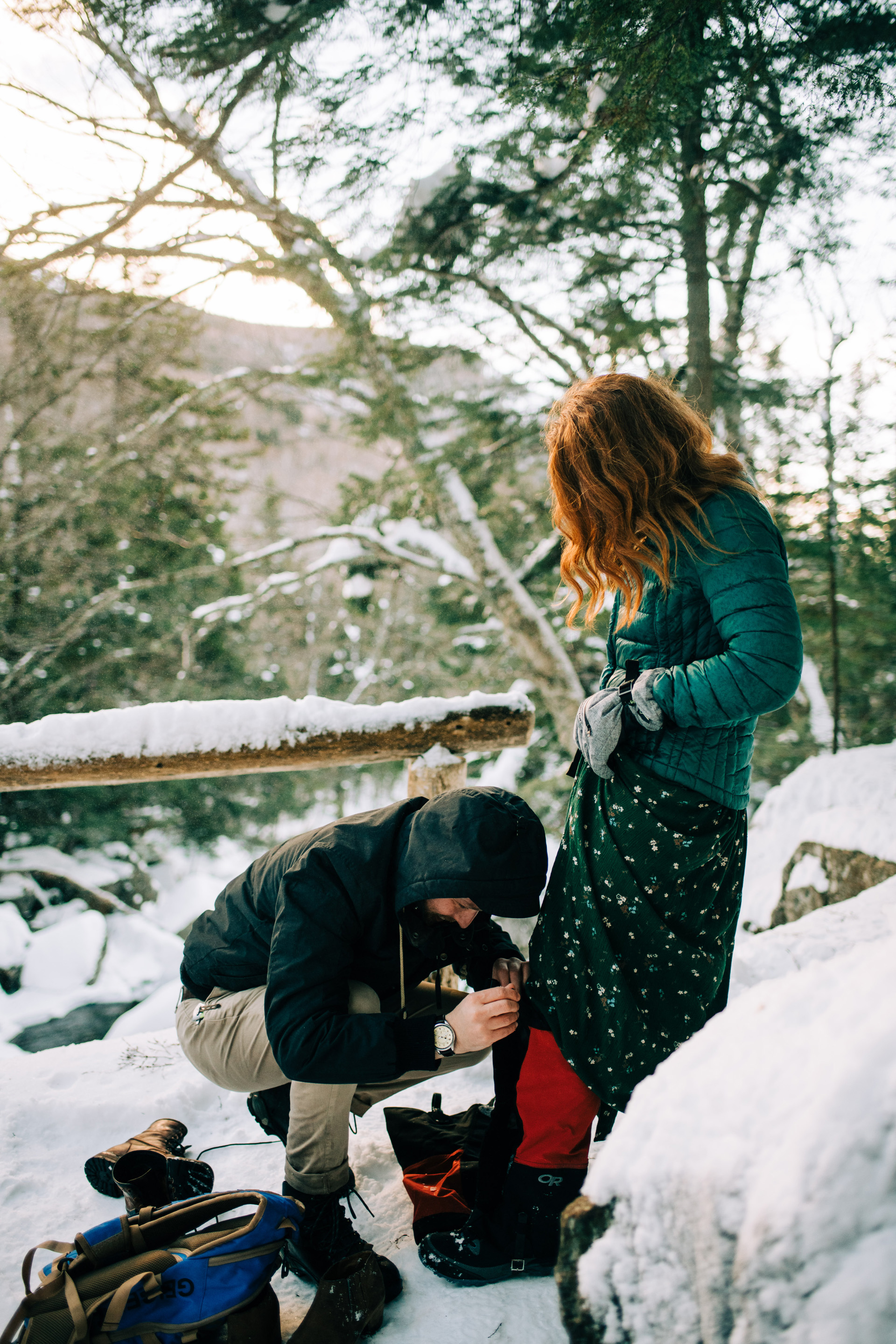 winter-white-mountains-new-hampshire-engagement-08