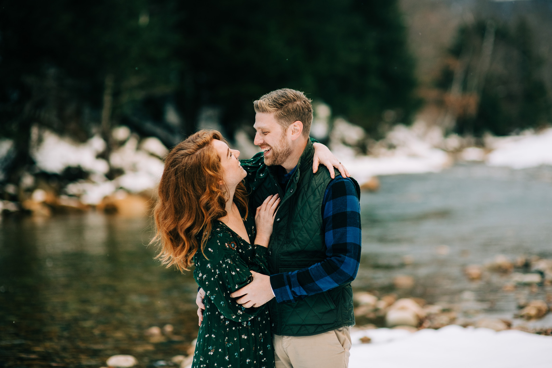 winter-white-mountains-new-hampshire-engagement-18